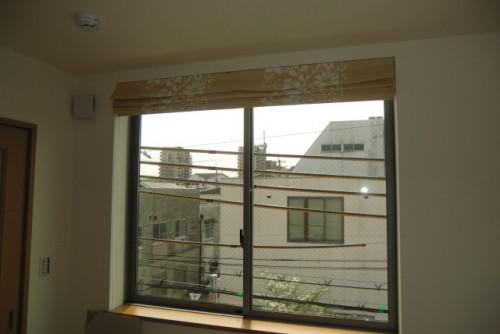 窓のサッシ部分がおかしい。。替える時なのかな?